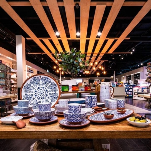 Get ready for summer entertaining with new season table and dining ware from @kitchenanticswagga. Their friendly team will have you dinner party ready in no time! . . . #kitchenware #waggawagga #byISPT #waggawaggamarketplace #summerentertaining